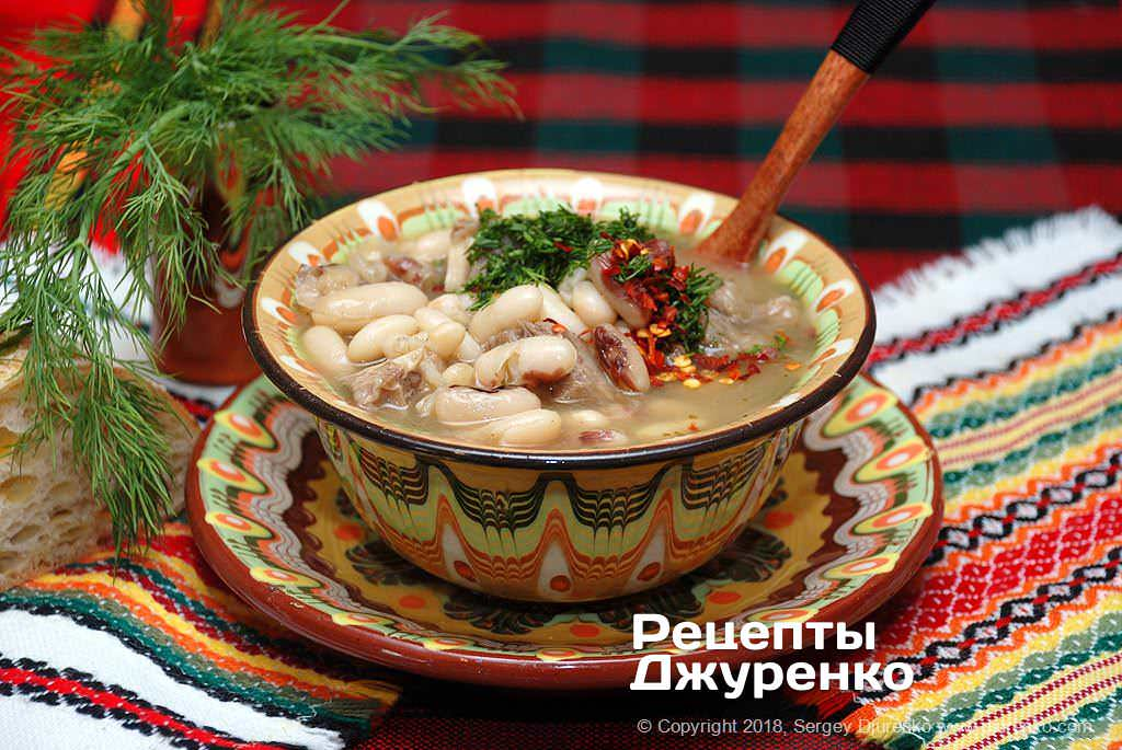 Фото готового рецепта фасолевый суп с мясом в домашних условиях