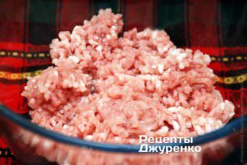 Мясо измельчить мясорубкой