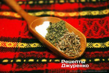 Специи в кебабы: соль, чабер и зира
