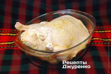 Обмазать утку майонезом или растительным маслом