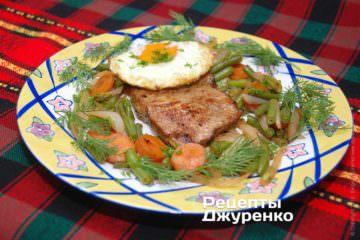 Фото рецепта бифштекс с яйцом