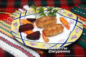 Щучьи котлеты разложить на тарелки