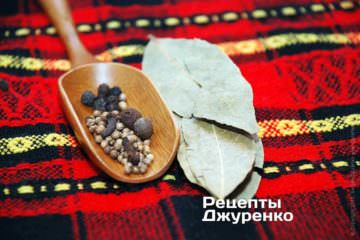 Перец черный и душистый, гвоздика и кориандр. Лавровый лист