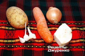 Картофель, морковка, лук и чеснок. Корень сельдерея