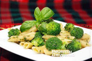 Паста соусом з базиліка і броколі