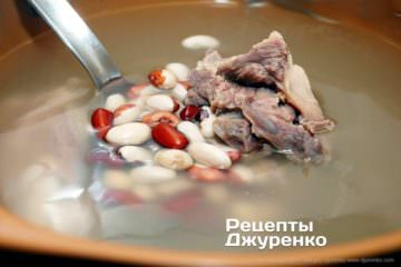 Як приготувати Український борщ. Крок 4: Крок №2: Квасоля в бульйоні