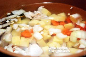 Варимо курячий суп на маленькому вогні під кришкою 15 хвилин