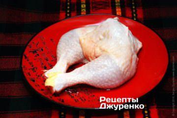 Куриные окорочка очистить и вымыть