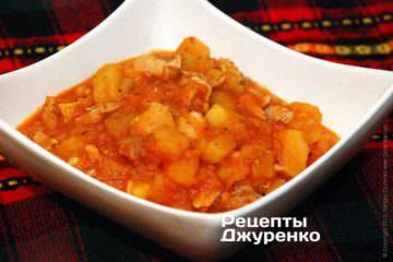 Курица с картошкой будет особенно вкусной, если картошка начала немного расползаться