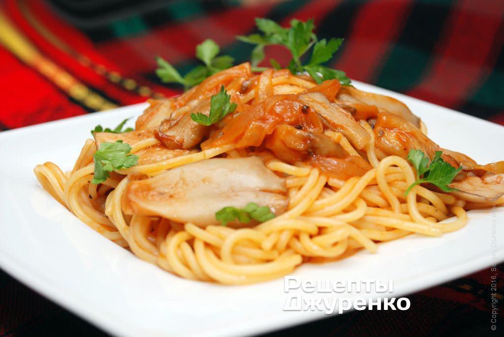 Фото готового рецепта спагетти с грибным соусом в домашних условиях