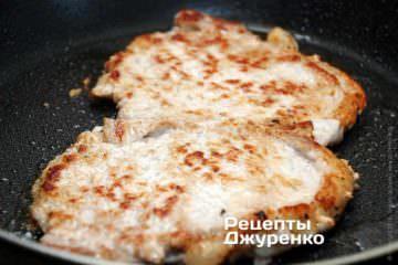 Мясо хорошо отбито, поэтому готовится очень быстро