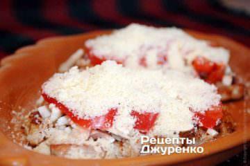 Посыпать натертым на мелкую терку сыром