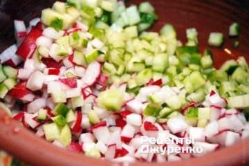 Всі овочі дрібно покришити