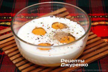 Змішати яйця і молоко