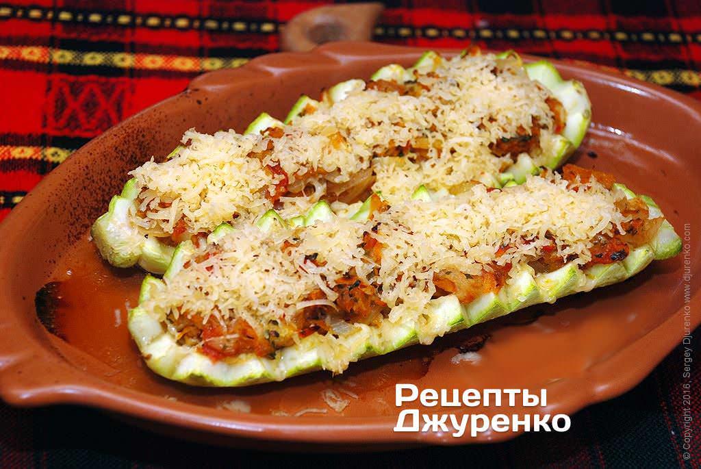 Кабачок фаршированный овощами в духовке