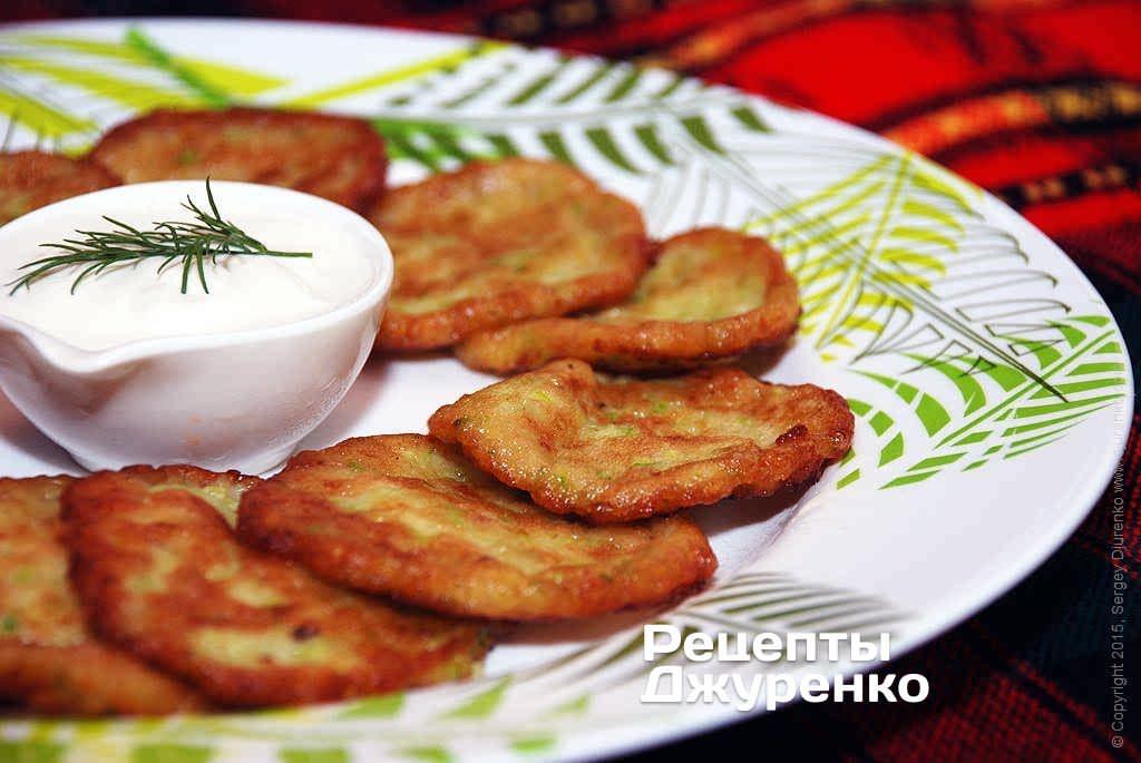 Фото готового рецепту кабачкові оладки в домашніх умовах