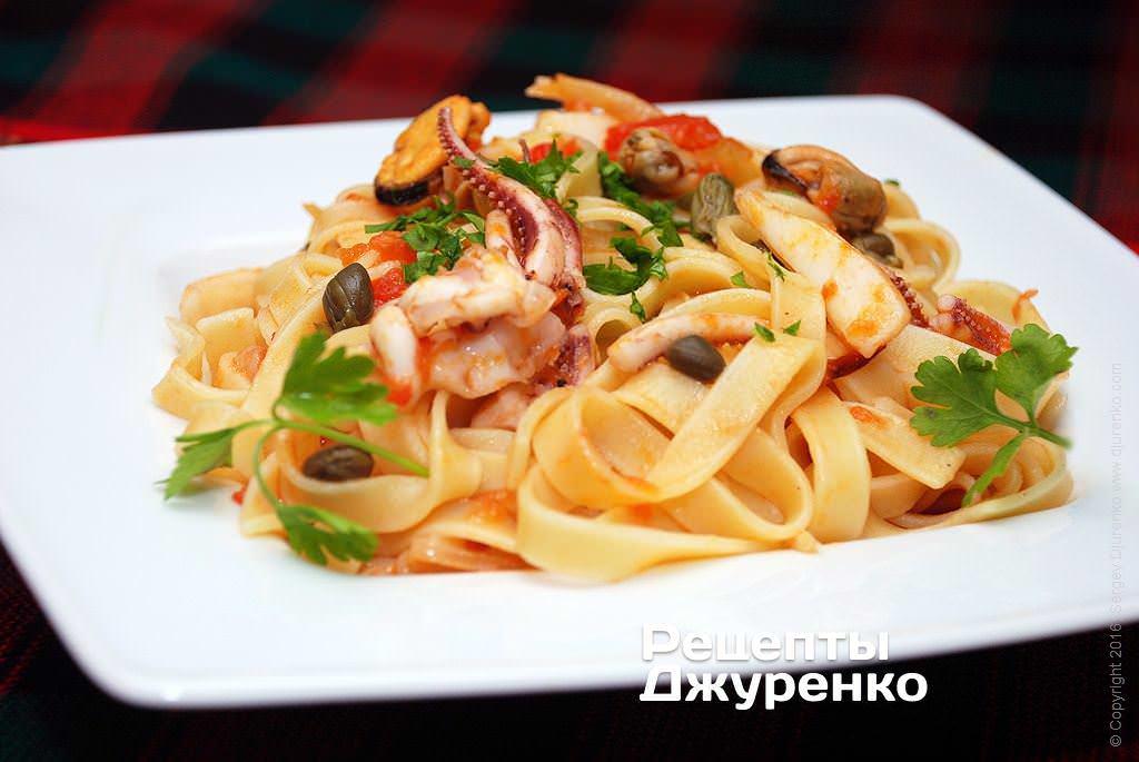 Фото готового рецепту локшина з морепродуктами в домашніх умовах