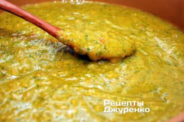 Варить соус ткемали до готовности