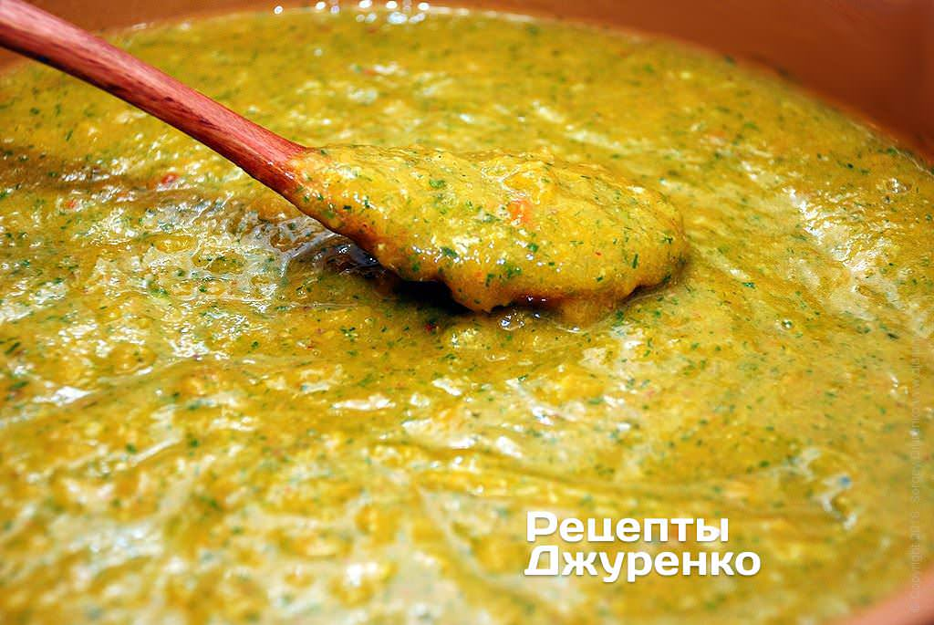 Варить соус до готовности.