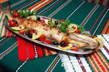 фарширована риба з гарніром