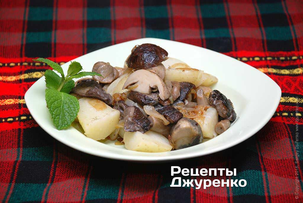Фото готового рецепта картошка с жареными грибами в домашних условиях