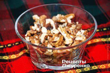 Ядра волоських горіхів необхідно підсмажити
