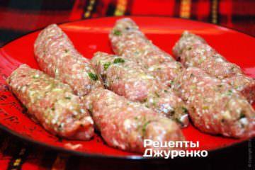 Сформувати кебаби, у вигляді ковбасок