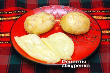 Испечь перец и картофель