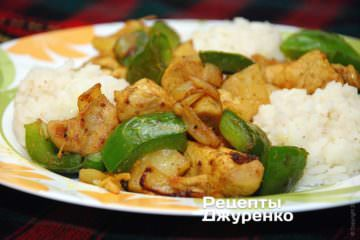 Фото к рецепту: курица с карри, перцем и ананасом