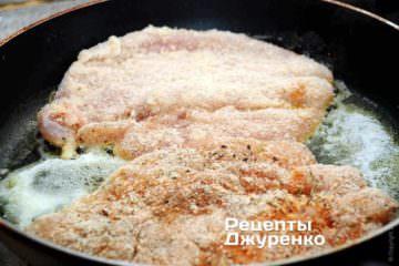 ВВикласти філе в паніровці на сковорідку
