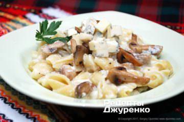 Фото рецепта макароны с сыром и грибами