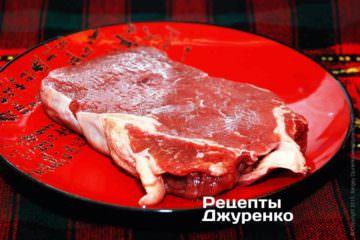 Лучше всего для блюда говядина в соусе подойдет нежирная лопатка