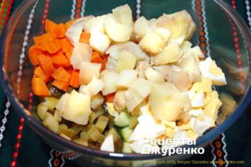 Как приготовить Салат оливье. Шаг 10: нарезать кубиками картофель
