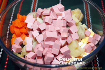 Как приготовить Салат оливье. Шаг 12: нарезать докторскую колбасу