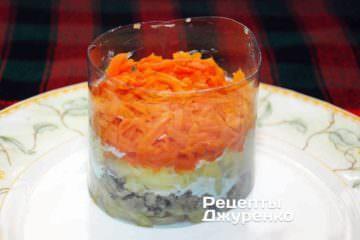 Дальше разложить тертую морковь
