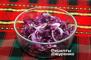 Или заправьте салат обычным растительным маслом по вкусу