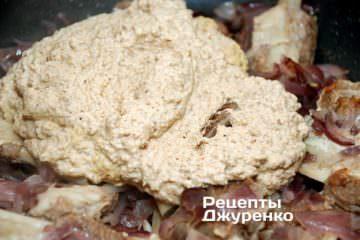 Ореховую пасту развести бульоном