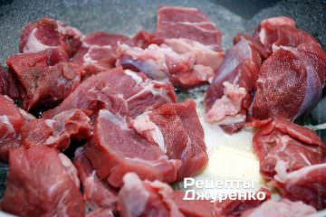 Обжарить говядину