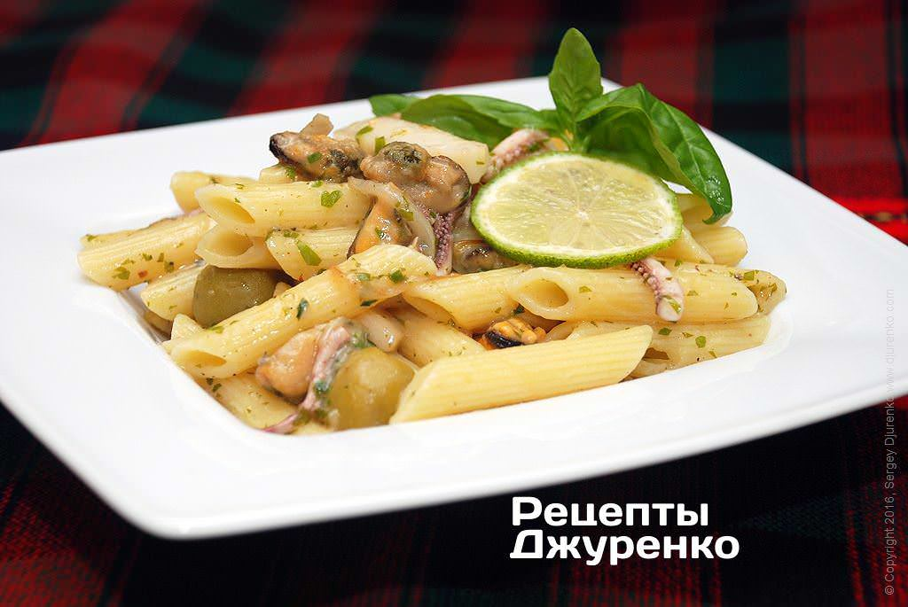 Фото готового рецепта макароны с морепродуктами в домашних условиях