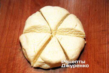 Розділити тісто на 6 частин