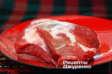 Чилі кон карне, або «чилі» готується з яловичини