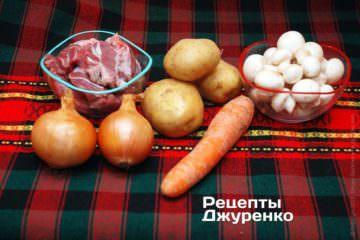 Грибы, мясо и овощи для рагу