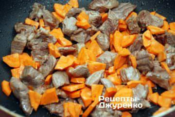 Добавить морковку, ижарить без крышки