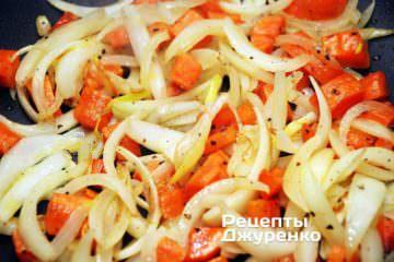 Обсмажувати овочі