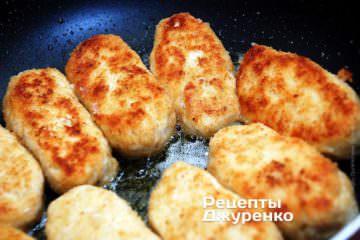 Рубленные куриные котлеты, можно подавать как отдельное блюдо, так и к гарниру.