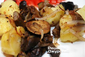 картофель с жареными грибами