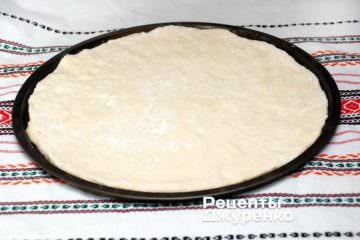 Приготовить дрожжевое тесто для пиццы