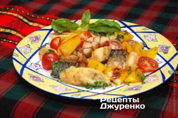 Рыба с овощами и фруктами