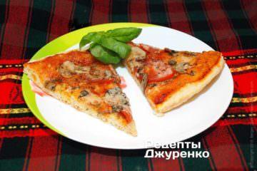 Розділити піцу на тарілки