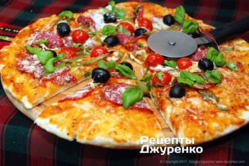 испечь пиццу